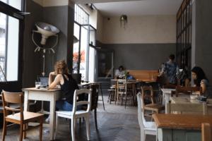 Your walking guide to specialty coffee in Berlin Kreuzberg_kaffee 9_laptop