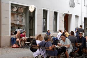 Your walking guide to specialty coffee in Berlin Kreuzberg_five elephant_outside