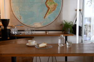 Your walking guide to specialty coffee in Berlin Kreuzberg_five elephant_cheesecake and coffee