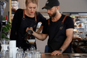 Your walking guide to specialty coffee in Berlin Kreuzberg part 2_kaffeekirsche_barista at work