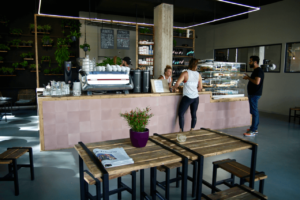 Your walking guide to specialty coffee in Berlin Kreuzberg part 2_kaffeekirsche_counter view