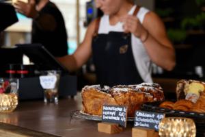 Your walking guide to specialty coffee in Berlin Kreuzberg part 2_kaffeekirsche_baked goods