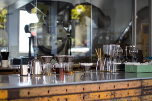 Specialty Coffee in Seoul_anthracite coffee roasters_counter and roaster