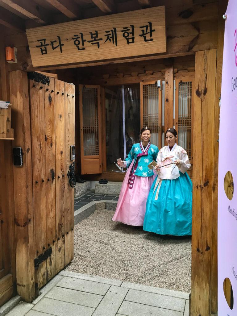 Specialty Coffee in Seoul_bukchon hanok village_hanbok