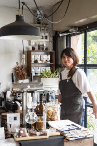 mels-coffee-travels-signature-drinks-chiang-mai-graph-cafe-staff
