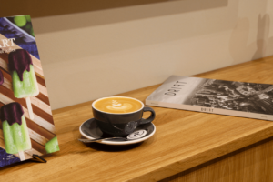 Your walking guide to specialty coffee in Berlin Kreuzberg_refinery retail store_cappuccino and mags