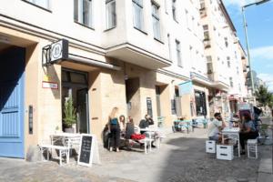 Your walking guide to specialty coffee in Berlin Kreuzberg_19grams_outside