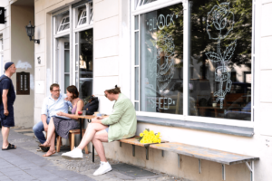 Your walking guide to specialty coffee in Berlin Kreuzberg_black sheep_outside